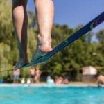 Brincadeira na água: 5 vantagens de praticar waterline em família