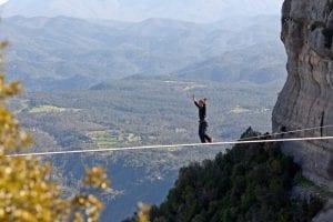 Prática do highline: 5 cuidados e técnicas indispensáveis
